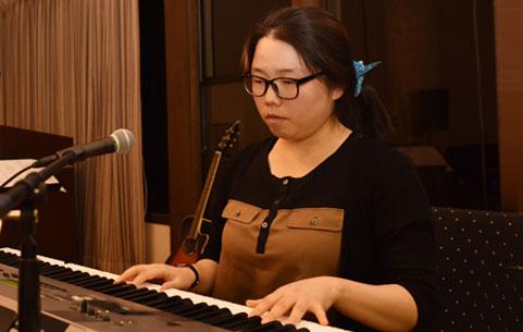 olivet-university-jcm-graduate-performs-original-songs-at-concert-recital